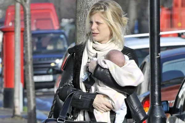 Emilia Fox is the mother of Rose Gilley.