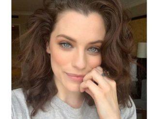 Jessica De Gouw is the Australian actress who has a hefty amount of net worth