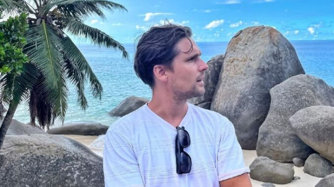 Nik Hirschi in front of a beach